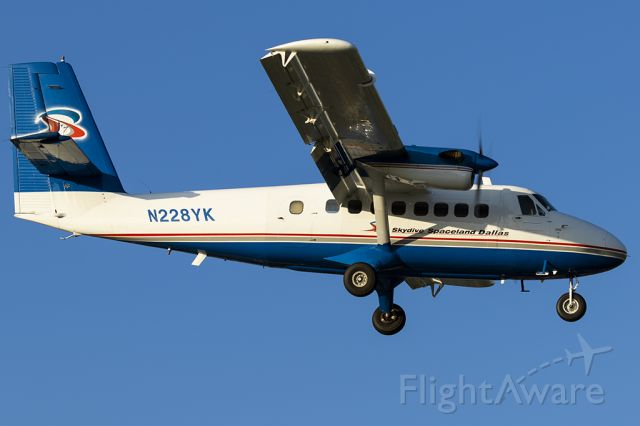 De Havilland Canada Twin Otter (N228YK) - Landing RWY 15 after dropping of parachuters at Addison's annual Kaboomtown.