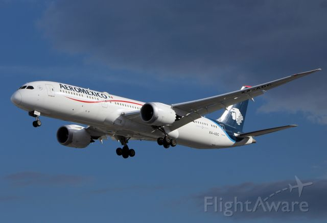 Boeing 787-9 Dreamliner (XA-ADC) - AeroMexico / Boeing 787-9 / MSN 43860 / XA-ADC / MMMX 07/2019