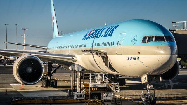 BOEING 777-300ER (HL8216)