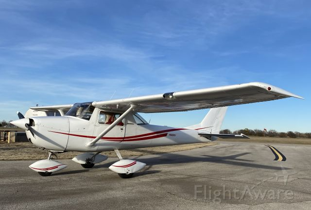 Cessna Commuter (N22501) - Topping off the tanks after a beautiful winter day of flying.