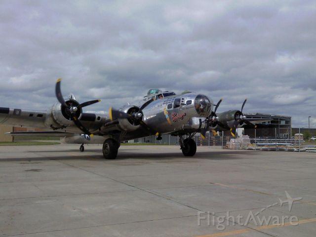 Boeing B-17 Flying Fortress (N9323Z)