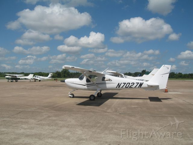 Cessna Skycatcher (N7027W) - On the ramp outside Anson Air