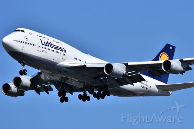 Boeing 747-400 (D-ABVO) - Lufthansa Boeing 747-430 arriving at YVR on Sept 3.