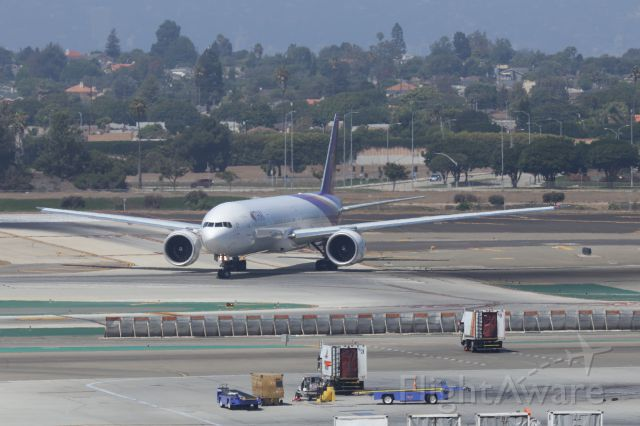 BOEING 777-300ER (HS-TKL) - LINING UP