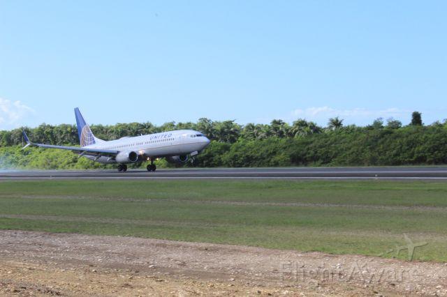 Boeing 737-800 (N76502)