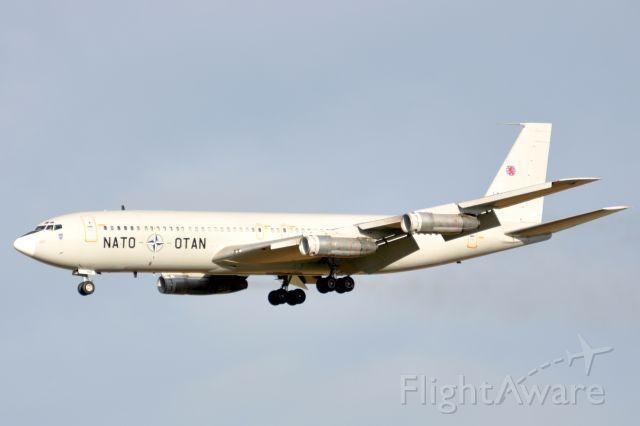Boeing 707-300 (LXN20000) - Boeing 707-307C NATO landing on 025L (20/11/2009)
