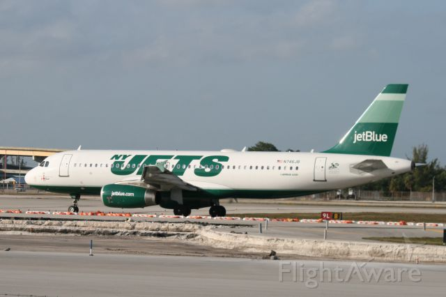 Airbus A320 (N746JB)