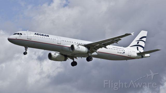Airbus A321 (SX-DGT) - Aegean Airlines Airbus A321-231 - A3600 Athens - London Heathrow - 19th August 2017
