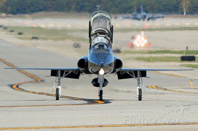 Northrop T-38 Talon (6714831) - Fast 52 taxiing up Alpha