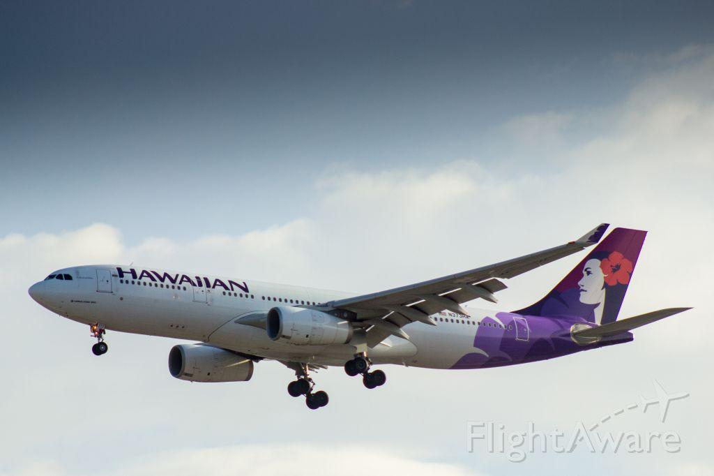 Airbus A330-300 (N373HA) - Hawaiian Airlines Airbus A330-243 landing at LAX