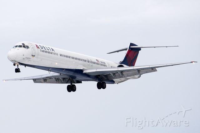 McDonnell Douglas MD-88 (N920DE)