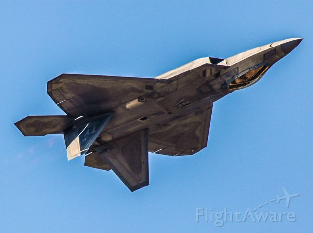 Lockheed F-22 Raptor — - F22 Doing an inverted pass.