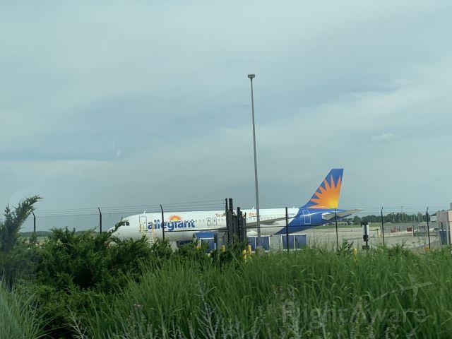 Airbus A320 (N220NV)