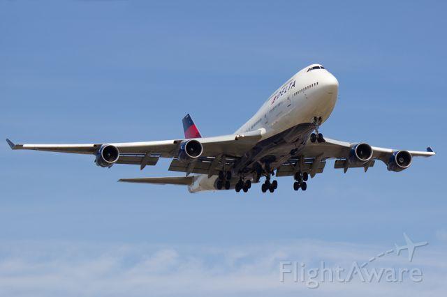 Boeing 747-400 (N674US) - Final 22L on 04/12/2015.