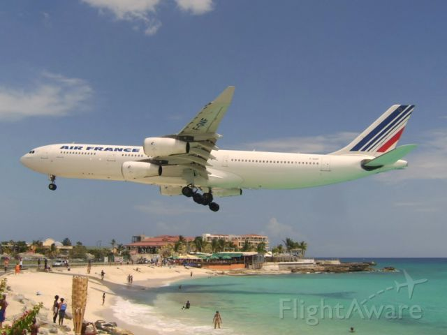 Airbus A340-300 (F-GNIF) - Arriving to sxm!