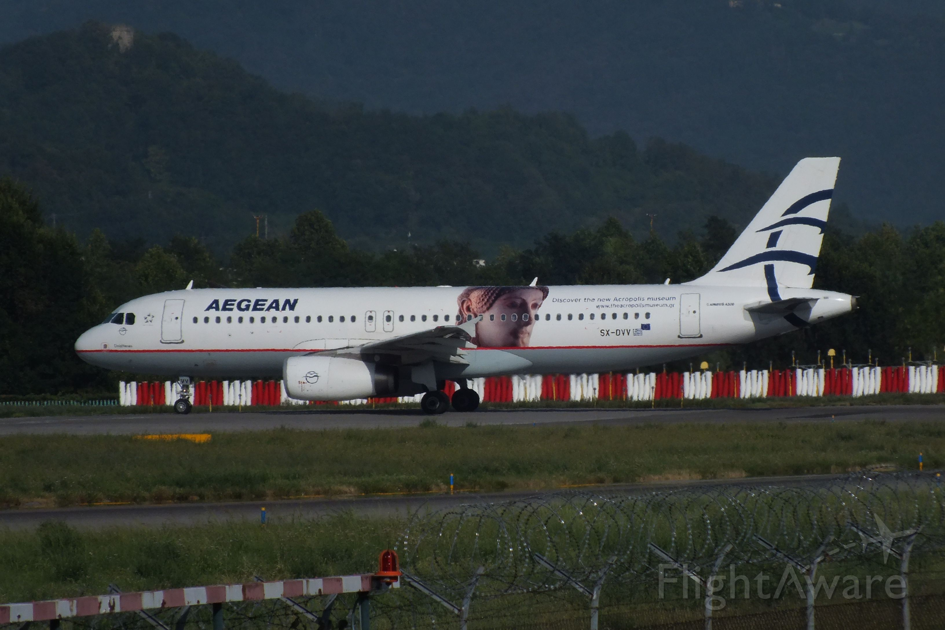 Airbus A320 (SX-DVV) - LINE UP AND WAIT RWY28 AT BERGAMO(ITALY)