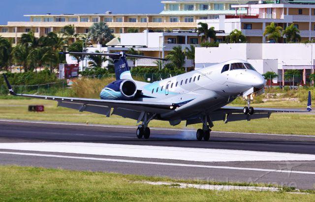 Embraer ERJ-135 (N503JT) - N503JT landing at St maarten international airport.