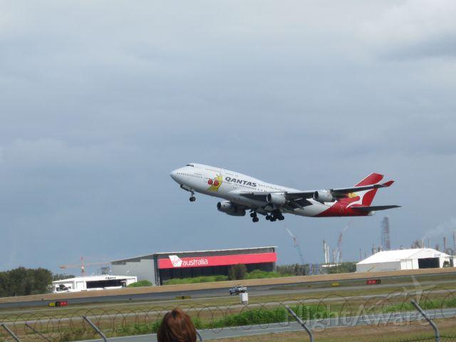 — — - qantas b747 400