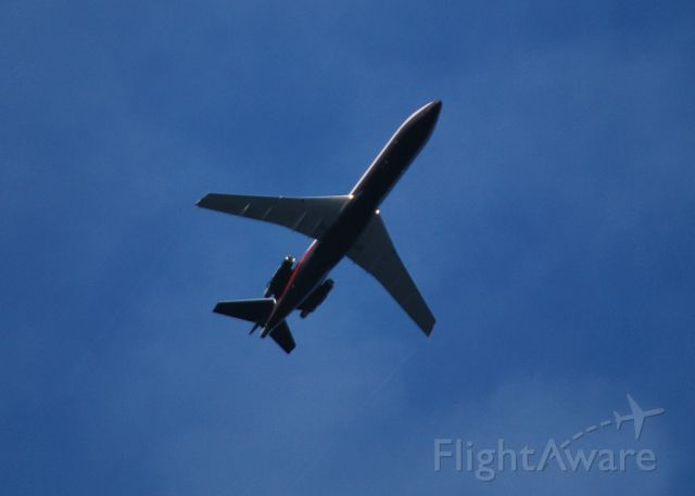 BOEING 727-200 (N727NK) - ROUSH AIR LLC crossing mid-field at KJQF on approach to runway 23 at KCLT - 6/1/14
