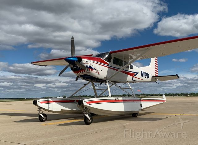 Cessna Skywagon (N19D) - Shark Aviation seaplane at Decatur for a fuel stop.  Heading to Lexington, Kentucky.