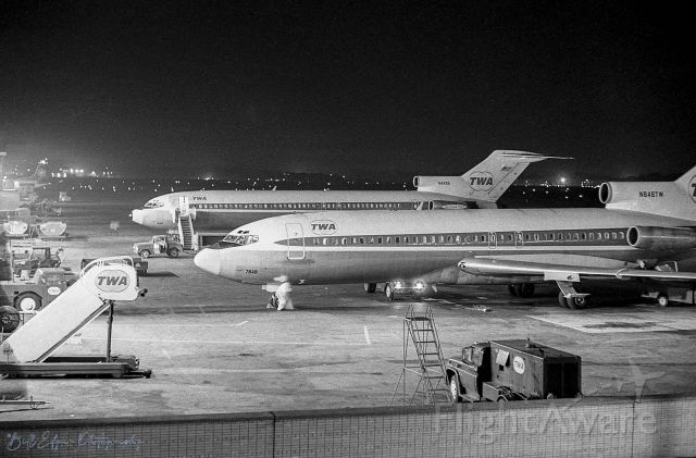 Boeing 727-100 (N848TW) - Bygone era B727s at the gates at Cleveland Hopkins airport