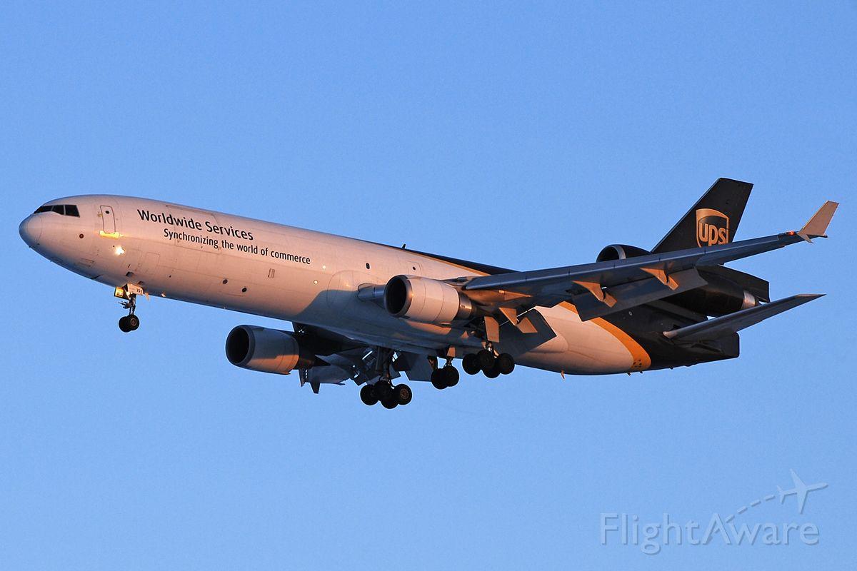 Boeing MD-11 (N251UP) - Sunset landing RWY 35