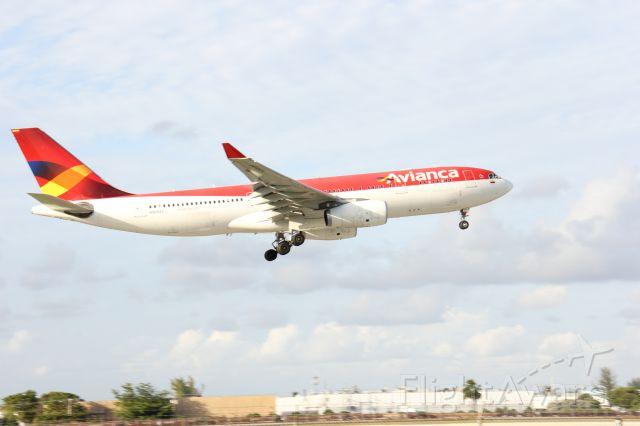Airbus A330 (N969AV) - 10/25/15 4:30pm