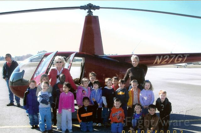 Robinson R-44 (N27GT) - Suwanee County Elementary School Field Trip, Live Oak, Florida, USA.  Ill bet there is at least one future helicopter pilot in that group.