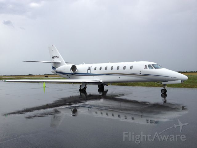 Cessna Citation Sovereign (FIV635) - TRW+ moved through creating a wet ramp and a photo op.