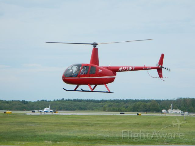 Robinson R-44 (N171WT) - Liftoff from the West Ramp.