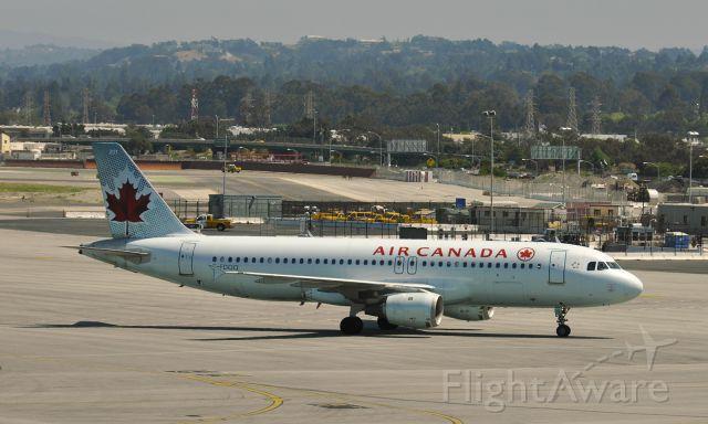 Airbus A320 (C-FDQQ) - Air Canada Airbus A320-211 C-FDQQ at San Francisco International Airport