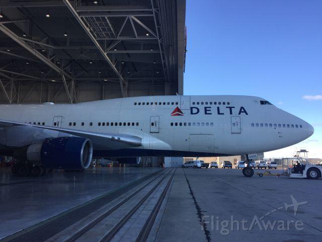 BOEING 747-8 —