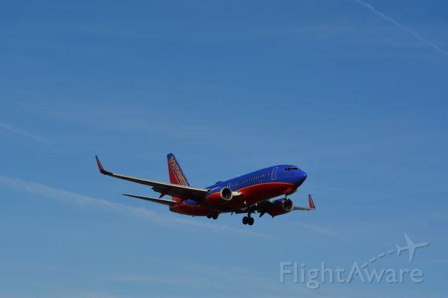 Boeing 737-700 (N242WN)
