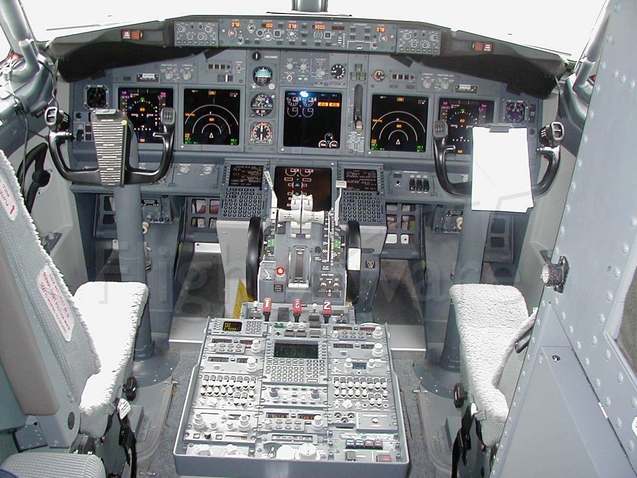 Boeing 737-700 (N737ER)