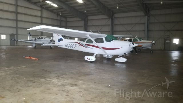 Cessna Skyhawk (N500TF) - The tail notes this is a Pine Bluff Arkansas Police Department aircraft