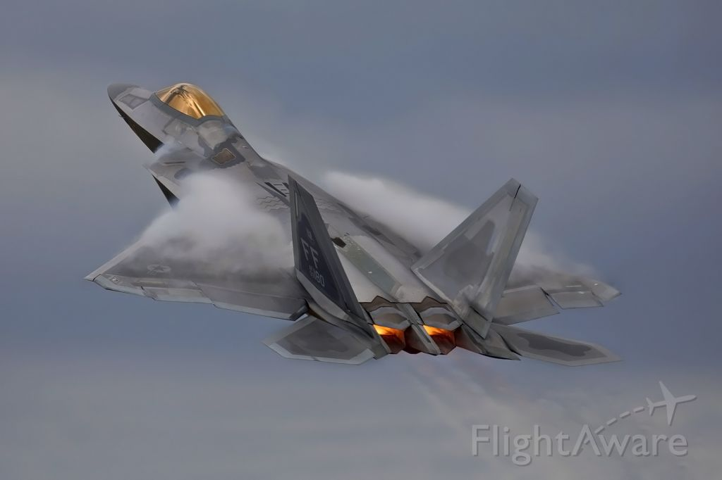 Lockheed F-22 Raptor (09-4180) - Climbing for display on the burn at RIAT17.