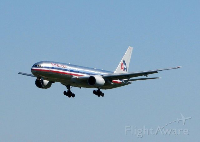 Boeing 777-200 (N794AN) - Final for 35C at DFW.