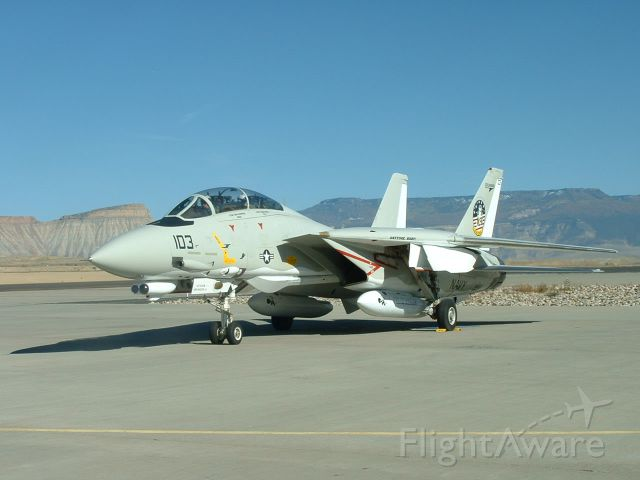 Grumman F-14 Tomcat (16-4350) - 28 SEP 2006 - One of the final Tomcats on a gas stop making its way from NAS Oceana to KPMD where it was to become a museum piece.