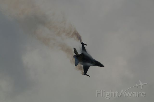 Lockheed F-16 Fighting Falcon — - SOLOTURK F-16 DEMO TEAM TURKIYE