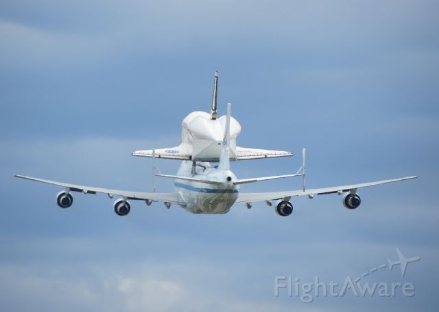 BOEING 747-100 (N905NA) - Discovery (OV-103) on her last flight.  Nice wing flex on the SCA.