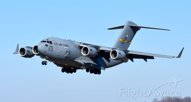 Boeing Globemaster III (00-0172) - C-17 in from Charleston on a windy short final.