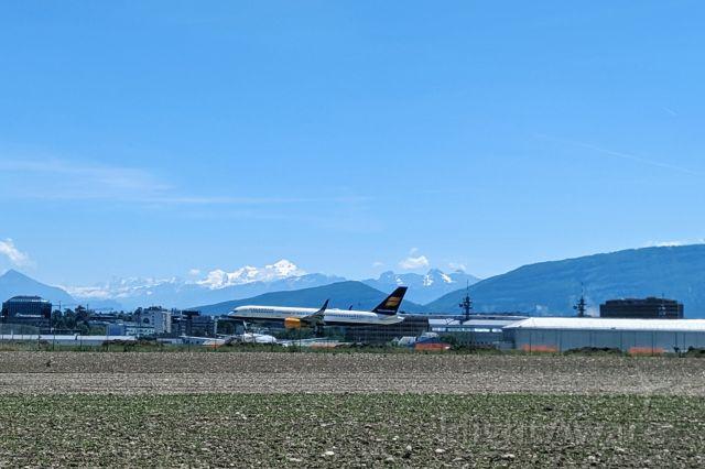 BOEING 757-300 (TF-ISV)