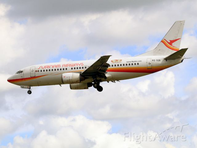 BOEING 737-300 (PZ-TCO)