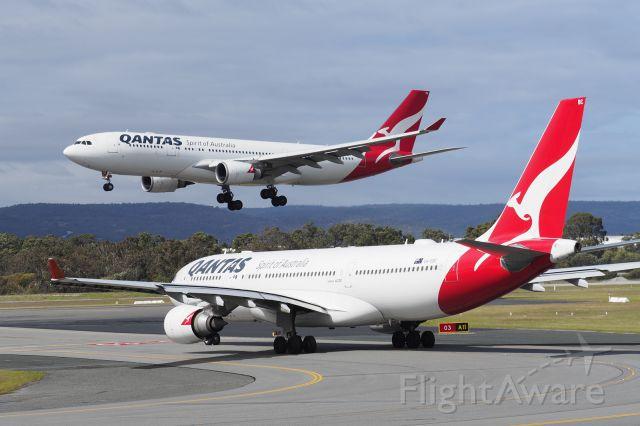 Airbus A330-200 (VH-EBQ) - Airbus A330-202. Qantas VH-EBQ arr from Melbourne Rwy 03 YPPH 160819