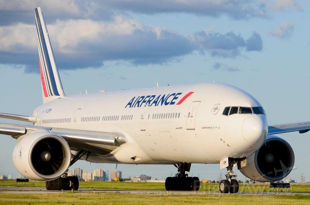 Boeing 777 (F-GSPM)