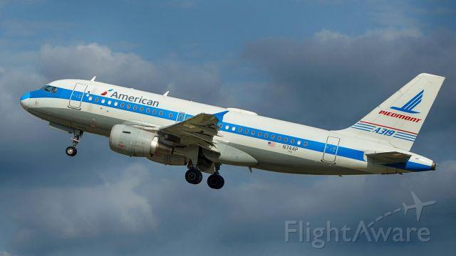 Airbus A319 (N744P) - Departing 4.