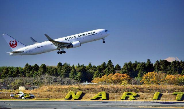 BOEING 767-300 (JA620J) - TO w/ Mount Fuji behind
