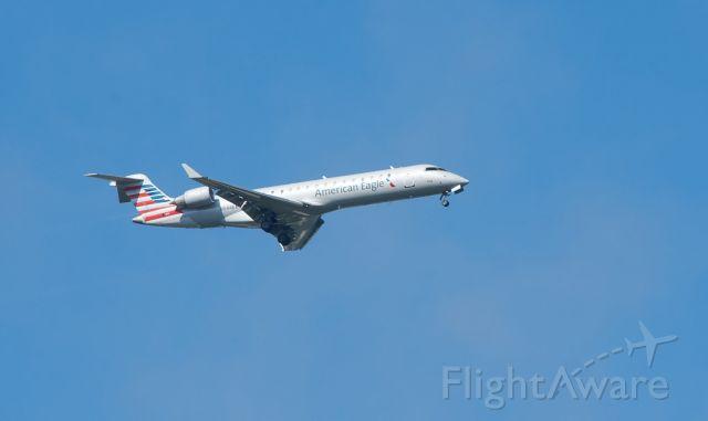Canadair Regional Jet CRJ-700 (N544EA) - On approach to Rwy 18C