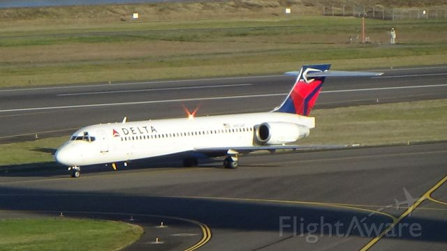 Boeing 717-200 (N953AT) - A Delta 717-200 taxiing to the gates after a long flight from LA. Date - Jan 1, 2018