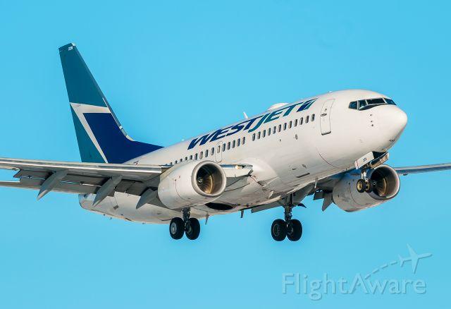 Boeing 737-700 (C-GWJF)
